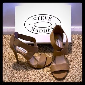 Excellent condition beige Steve Madden heels